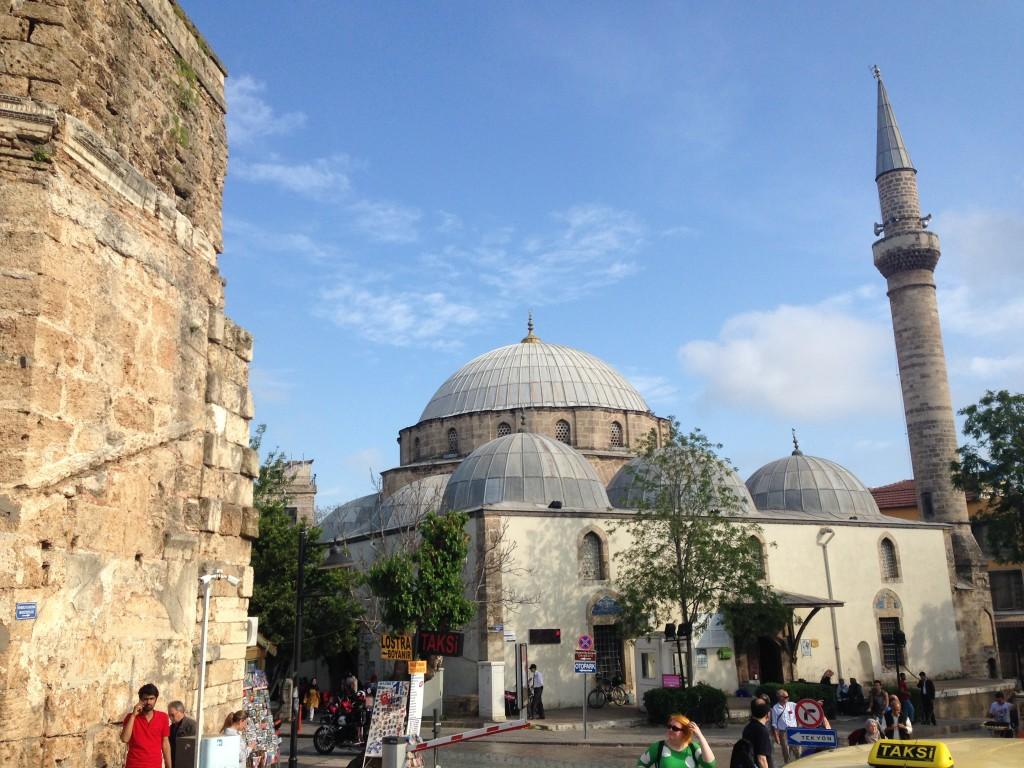 エクスカーションで訪れたアンタルヤ市街のモスク。